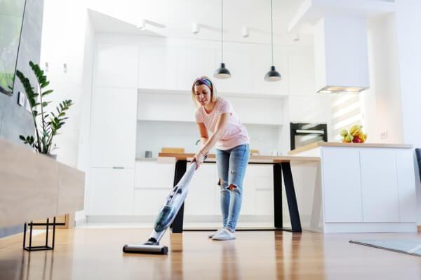 cleander-städ-hemstädning-kvinna